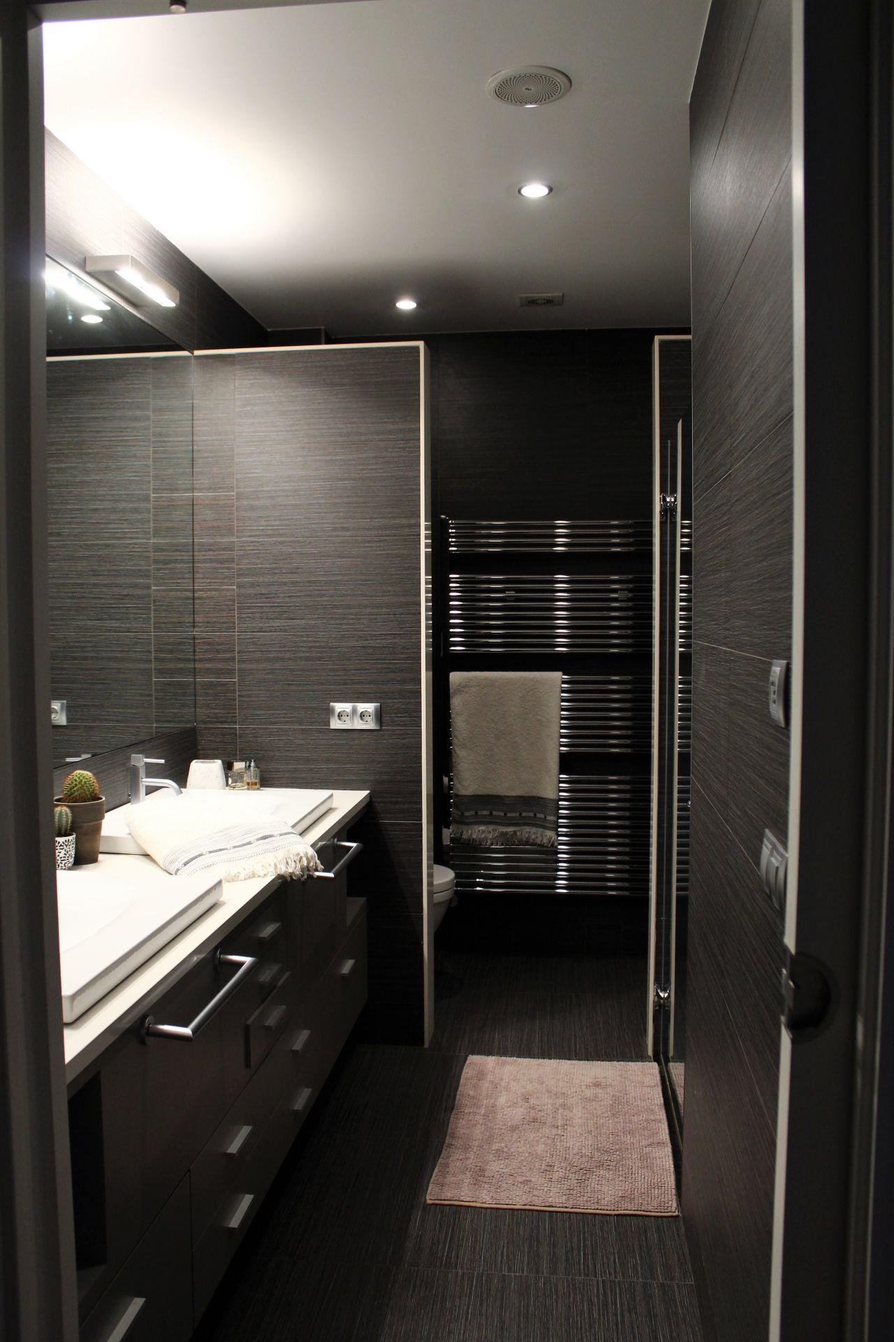 le noir dans une salle d 39 eau tipikasa. Black Bedroom Furniture Sets. Home Design Ideas